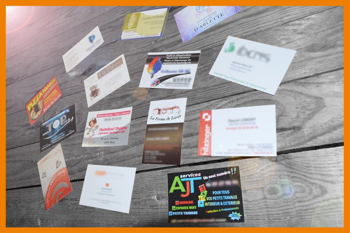 La Carte De Visite Est Loutil Communication Quotidien Vecteur Dimage Pour Les Professionnels